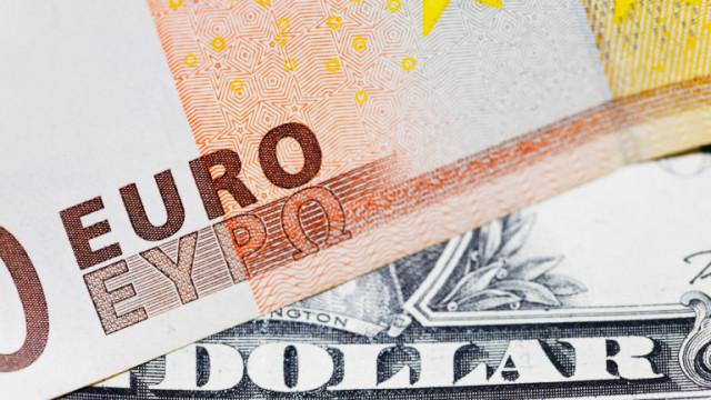 Доларът губи позиции. Инвеститорите се насочват към по-рискови валути