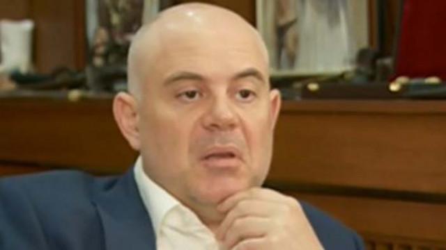 Гешев: Едно от разрешенията за претърсванията в президентството бе още от неделя