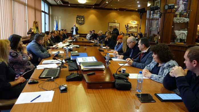 Предложения за нови мерки в подкрепа на бизнеса заради COVID-19 обсъждат варненските съветници