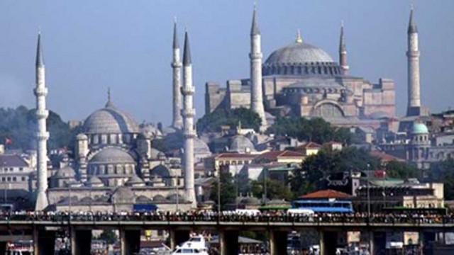"""Анкара: Отварянето на """"Света София"""" за молитви няма да я лиши от идентичността й"""
