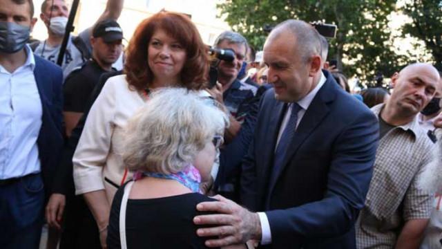 """Втора вечер Радев слезе при протестиращите, обяви Борисов за """"автократ"""""""