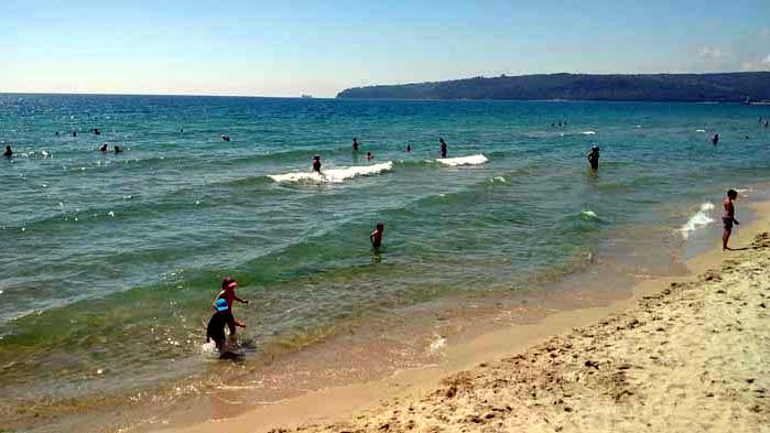 Морската вода във Варна е чиста, няма превишения на нормалните показатели