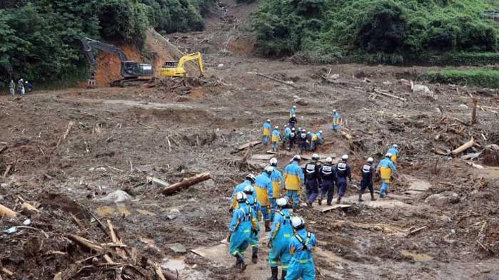 Порои разрушиха над 12 хиляди жилища в Япония