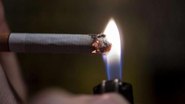 Лекари съветват преболедувалите COVID-19 да спрат цигарите