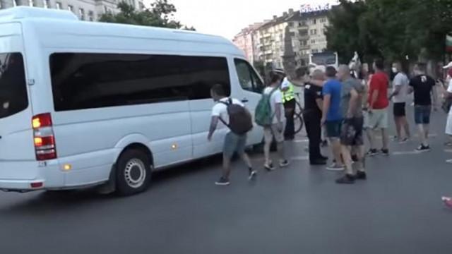 СДВР показа видеоматериали, документирали насилието срещу полицаи (КАДРИ)