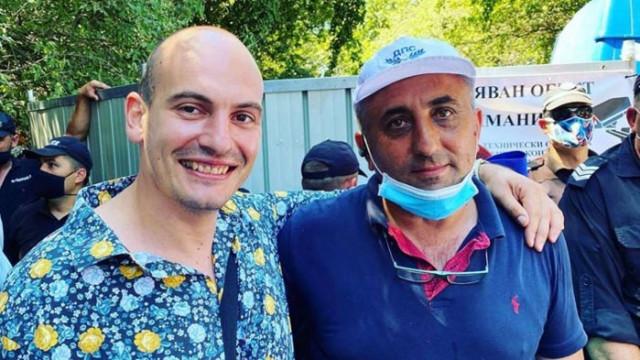 """Димитър Стоянов от """"Биволъ"""" в щастлива прегръдка с брата на Карадайъ"""