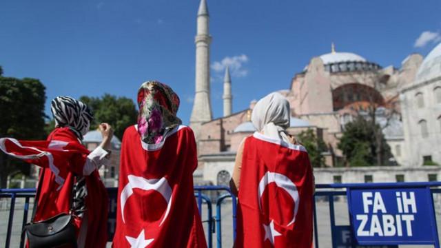 """Турция: Иконите в """"Света София"""" ще бъдат запазени"""