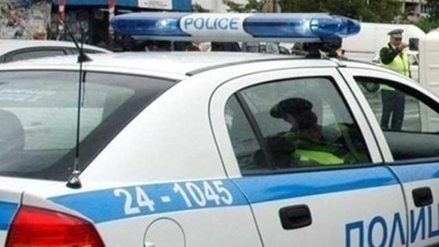 """Тир блъсна няколко коли на АМ """"Тракия"""" и се запали. Спряха движението към София"""