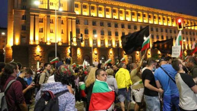 След протестите: COVID-19 в две медии