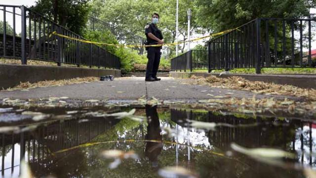 Неизвестен откри стрелба в Бруклин, множество ранени