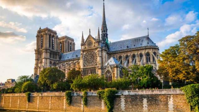 Еманюел Макрон, Нотр-Дам и как ще изглежда реконструкцията на парижката катедрала