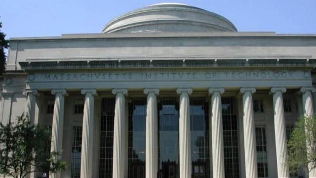 Тръмп се отказа от забраната за чуждестранните студенти
