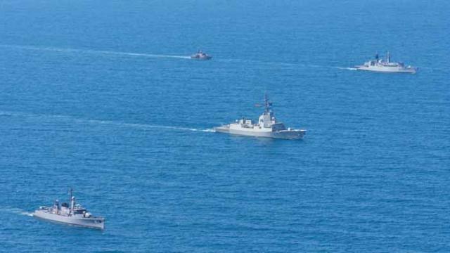 """Корабите, участващи в учението """"Бриз 2020"""", изпълняват планираните задачи на море"""