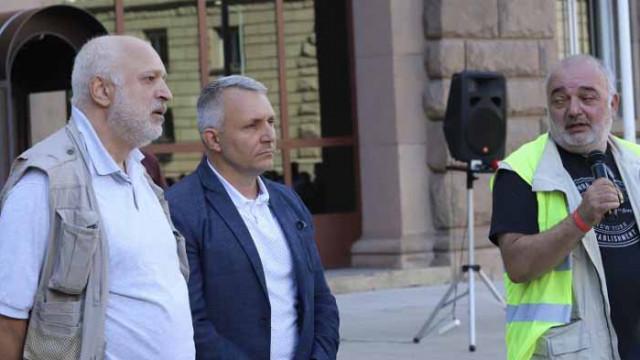 """Протестът бил надпартиен, но """"отровното трио"""" държи микрофона"""
