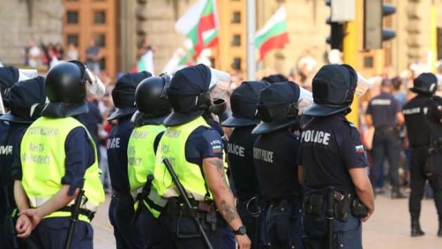 Полицай почина след протестите