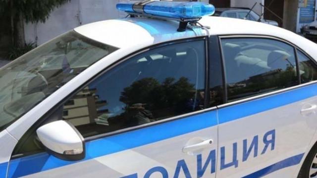 Роми нападнаха полицаи с ножове и брадви в Кюстендил