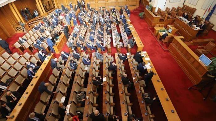 Депутатите приеха на първо четене общинските съвети да могат да заседават онлайн