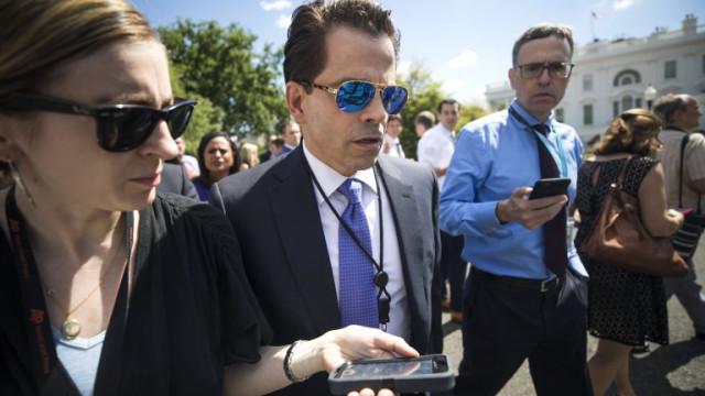 Бивш директор на комуникациите в Белия дом иска поражение за Тръмп