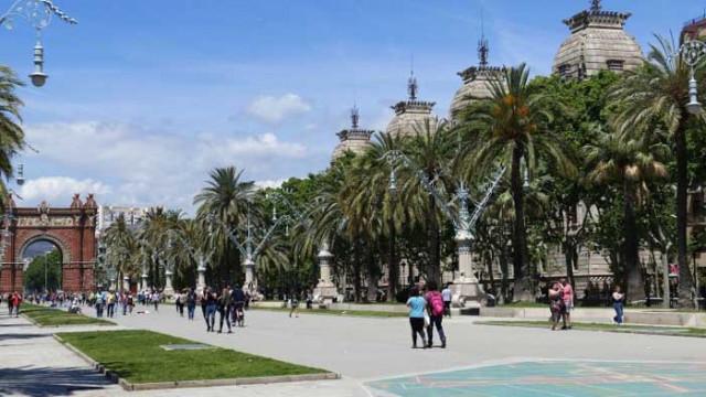 Барселона отново затяга мерките – затваря кина, театри и нощни клубове