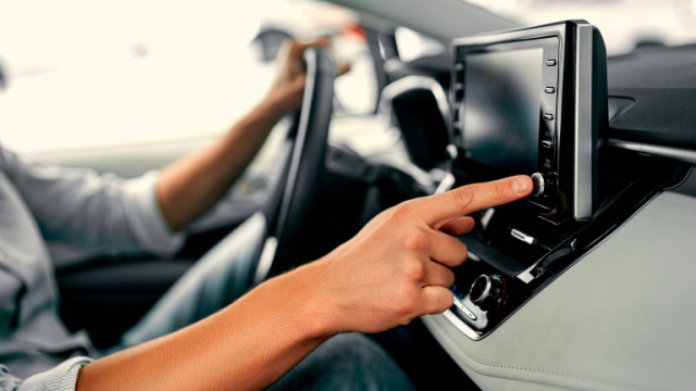 Автомобилите, инфотеймънт системите и каква информация събират за собствениците си