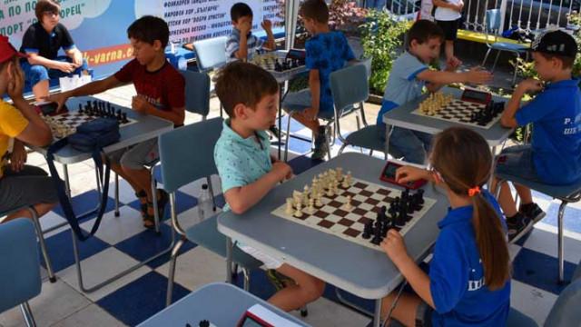 Ясни са победителите във II турнир по ускорен шах за купите на варненски ученически вестник