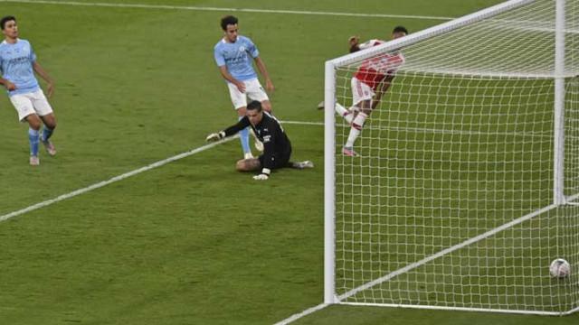 С голове на Обамеянг Арсенал влезе във финала на Купата на ФА