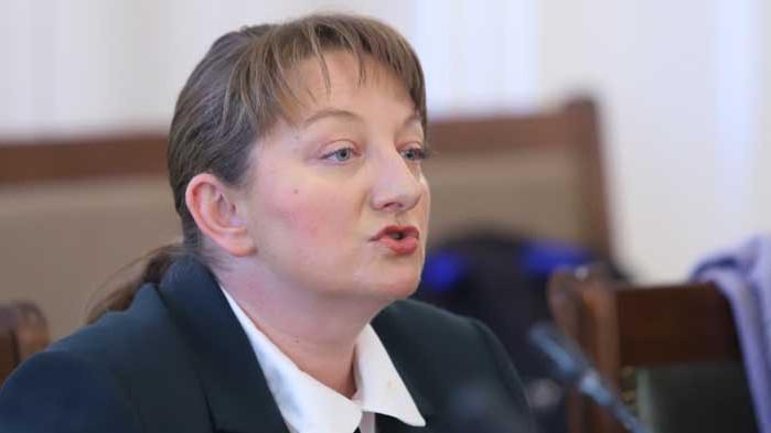 Деница Сачева: Предсрочните избори могат да бъдат най-рано през декември