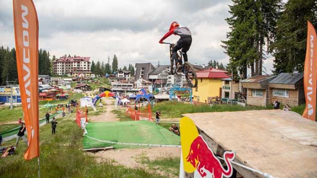 Над 150 състезатели по планинско колоездене мериха сили на Пампорово (СНИМКИ)