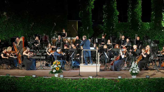 """Музикалното """"Варненско лято"""" започна с блестящ концерт в Летния театър"""