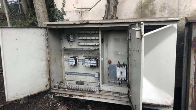 Откраднаха захранващ кабел за осветлението на Аспарухов мост (СНИМКИ)