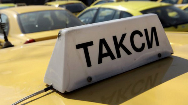 Таксиметрови шофьори се оплакват, че няма туристи