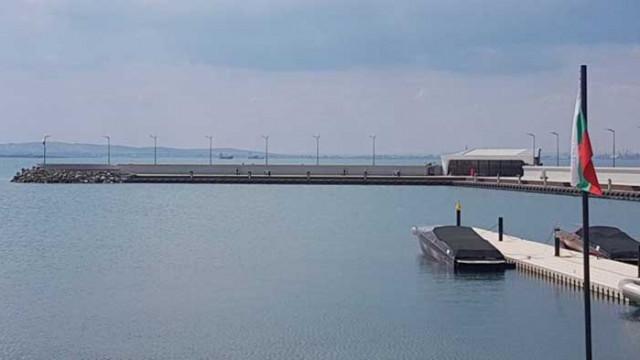 "Пристанището и двуетажна постройка в парк ""Росенец"" са незаконни, установи прокуратурата"