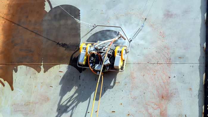 За първи път във Варна роботи заменят човешкия труд в кораборемонта