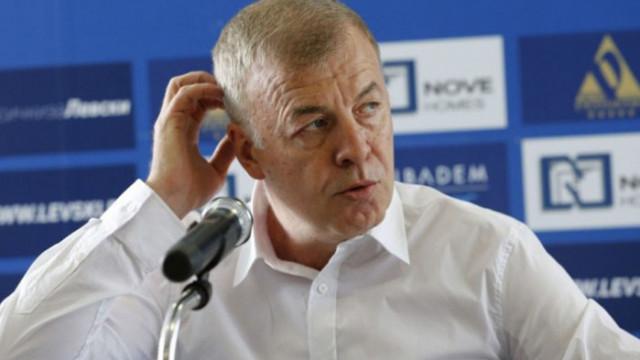 Сираков: Няма как да се направи отбор чрез постоянната смяна на играчи