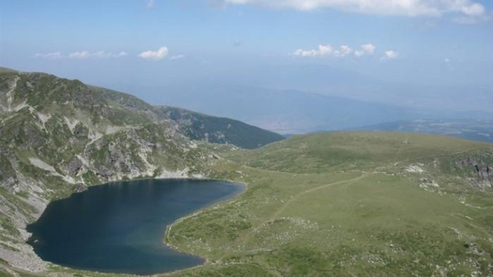 Издирват сръбски туристи, къпали се на Рилските езера