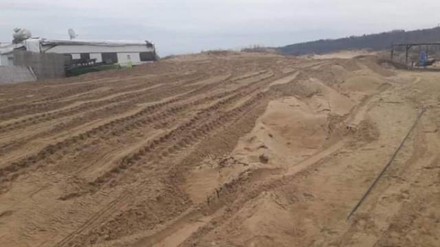 Багер разкопа пясъчните дюни в Ахтопол