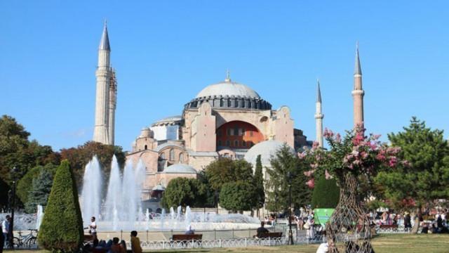 """Ердоган пристигна в """"Света София"""" за първата мюсюлманска молитва (На живо)"""
