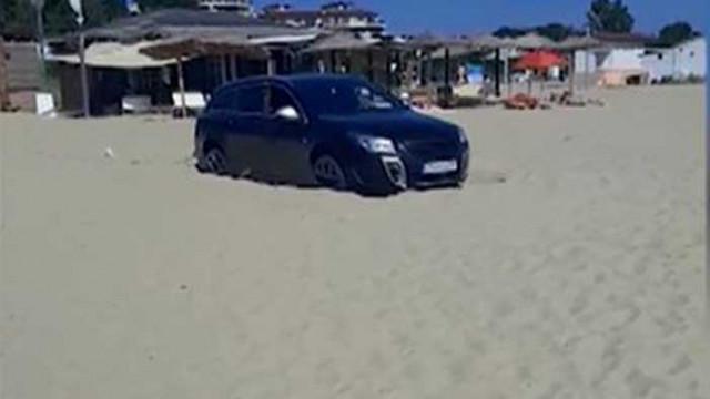 Странното обяснение на шофьор, защо е паркирал на плажа в Шкорпиловци (ВИДЕО)