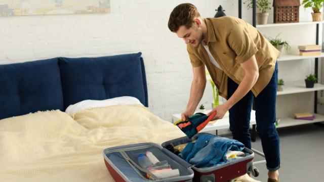 Микробите, бактериите, замърсяването и защо да не качваме куфара върху леглото