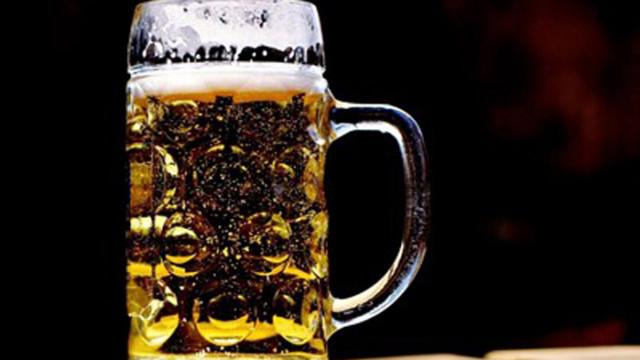 Експерти: Продажбите на бира в заведенията са спаднали с 60%