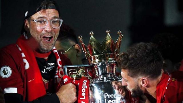 """Клоп получи трофея """"Сър Алекс Фъргюсън"""" за мениджър на годината"""