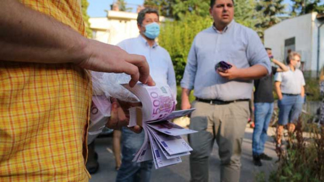 """20-30 от """"Да, България"""" занесоха фалшиво евро на премиера в """"Бояна"""""""