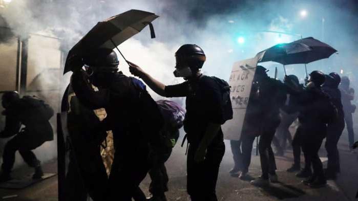 Тръмп: Фалшивите медии представят протестиращите като като прекрасни, сладки и невинни
