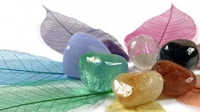 10 мощни камъка и кристала, които ще ви помогнат да бъдете по-спокойни и щастливи