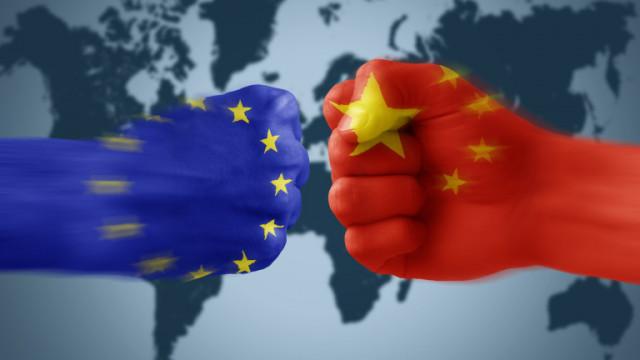 Китай беснее срещу ограниченията на ЕС за износ за Хонконг