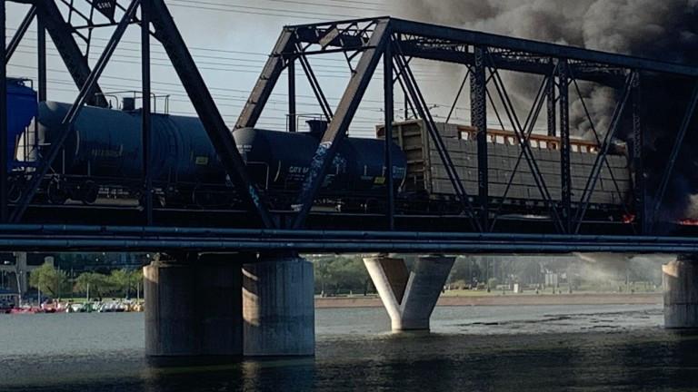 Влак дерайлира в Аризона