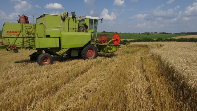 """Земеделци: """"Патриотичният"""" данък за собствениците на земя спира инвестициите"""