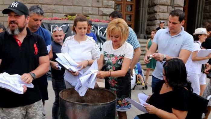 Мая Манолова запали изборни протоколи