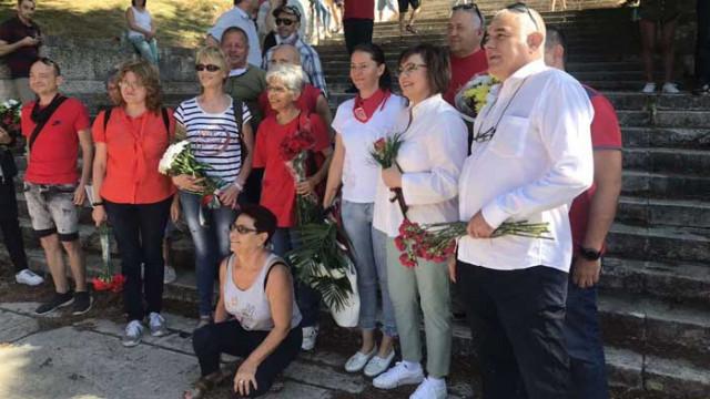БСП поднесе венци и цветя на паметника на Бузлуджа