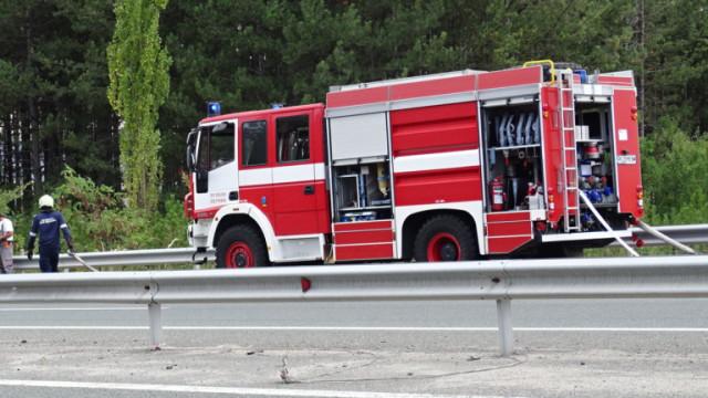 Пожар гори в автоморга на околовръстното в Пловдив